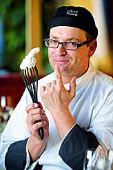 Hocharomatischer Rauch steigt auch auf, wenn Arnold Pucher, der Küchenmagier aus den Karnischen Alpen, bei Tisch die Stickstoffschwaden über feinen Süppchen ... - oesterreichs-dreihauber-news-abstecher-gartnerkofel-260858_i