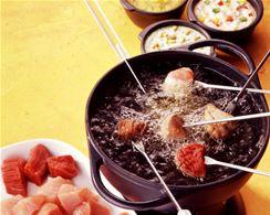 fleisch fondue mit mango sauce mit limetten rucola sauce. Black Bedroom Furniture Sets. Home Design Ideas