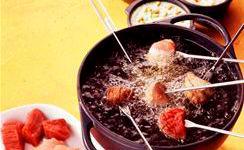 fleisch fondue mit mango sauce mit limetten rucola sauce mit. Black Bedroom Furniture Sets. Home Design Ideas