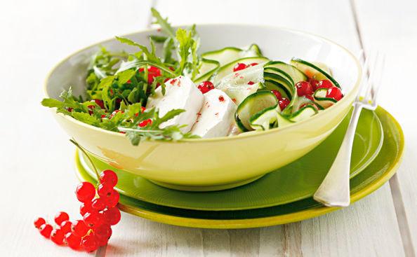 ziegenk se salat mit honig ribiselmarinade rezept gusto at. Black Bedroom Furniture Sets. Home Design Ideas