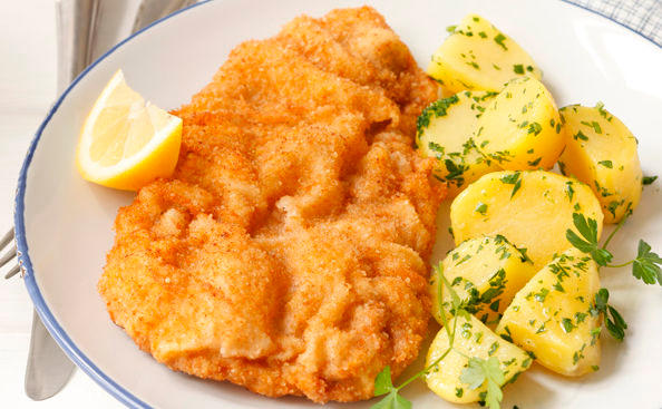 wiener schnitzel mit petersilerd pfel rezept gusto at. Black Bedroom Furniture Sets. Home Design Ideas