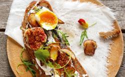 Steinpilz-Feigen-Brot mit Ei