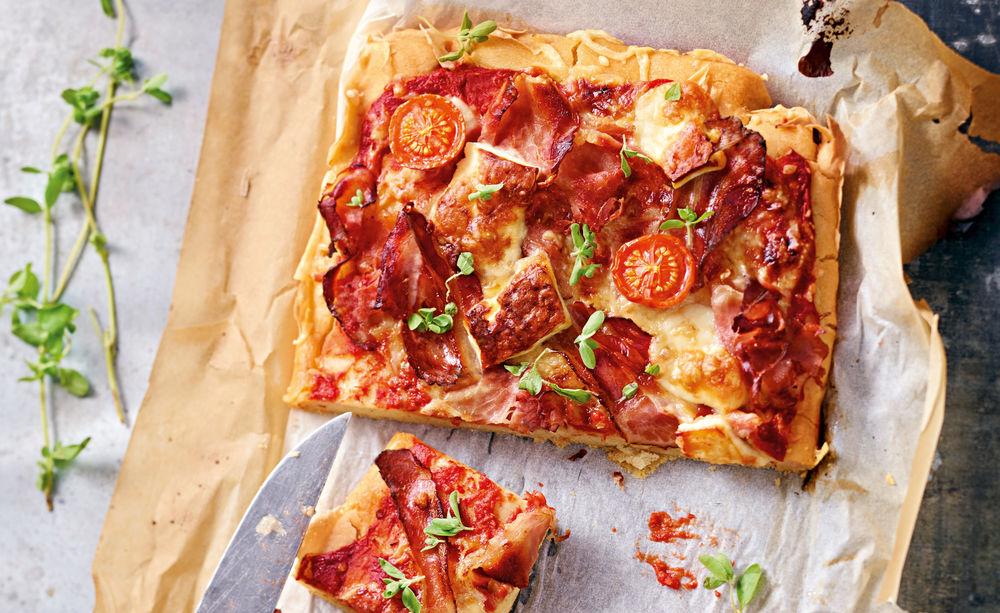 glutenfreie pizza mit speck rezept gusto at. Black Bedroom Furniture Sets. Home Design Ideas