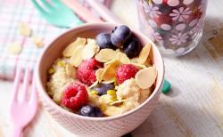 Quinoa-Koch mit Beeren