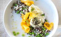 Reis-Salat mit Erbsen, Linsen und Mango